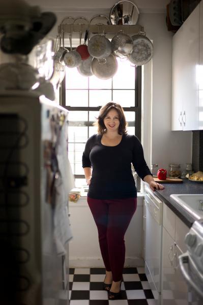 Smitten Kitchen deb perelman presents and signs smitten kitchen every day